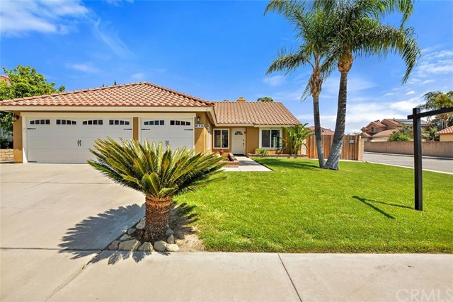 Detail Gallery Image 1 of 30 For 7441 Plumaria Dr, Fontana,  CA 92336 - 3 Beds | 2 Baths