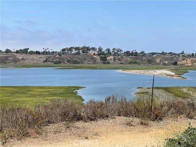 203 Nata, Newport Beach CA: http://media.crmls.org/medias/872ef50b-89c5-452d-a612-5a05edbce095.jpg