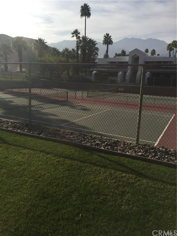 5301 E Waverly Drive, Palm Springs CA: http://media.crmls.org/medias/872fb722-d01a-4061-810d-aba530869921.jpg