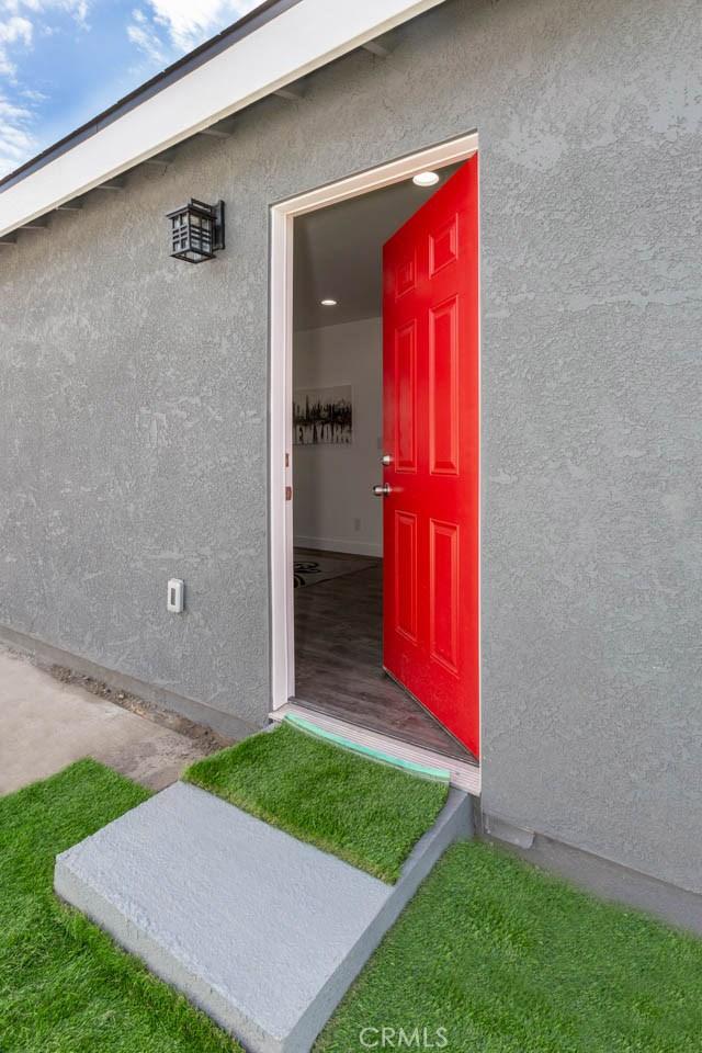 3322 W 66th St, Hyde Park CA: http://media.crmls.org/medias/87351208-3491-4305-ad70-69c561083de8.jpg