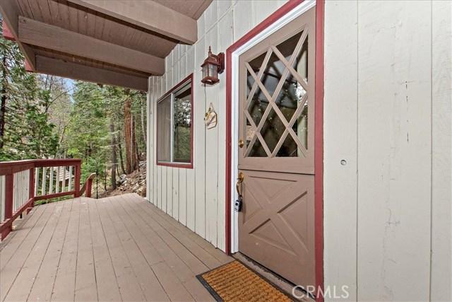 875 Brentwood Drive, Lake Arrowhead CA: http://media.crmls.org/medias/8738552c-ce98-414e-957b-3159c001e479.jpg