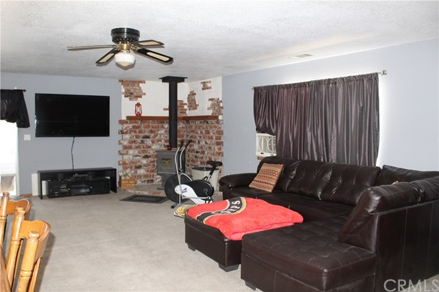 11033 Merino Avenue, Apple Valley CA: http://media.crmls.org/medias/8743bf1a-7e96-41a4-a3d8-03b300912f0b.jpg