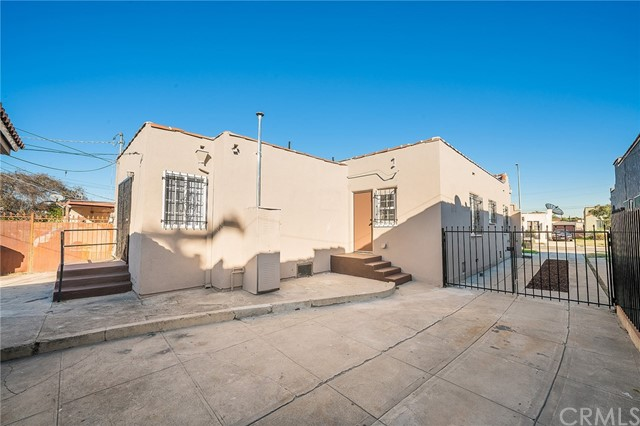 5829 S Van Ness Av, Los Angeles, CA 90047 Photo 22