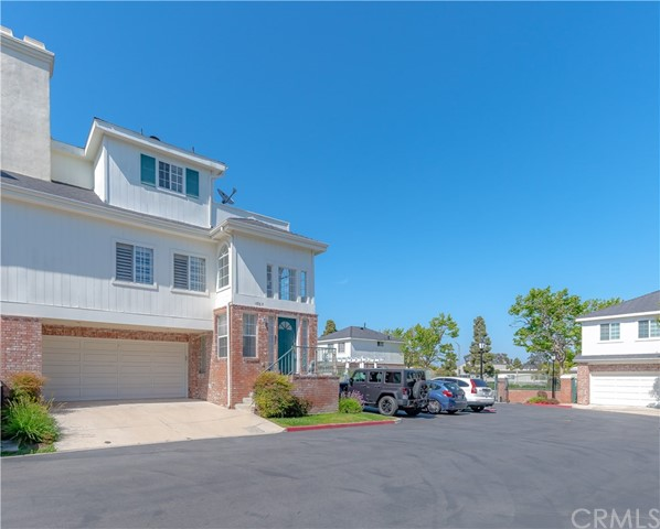 18765 Chapel Lane, Huntington Beach CA: http://media.crmls.org/medias/874bc180-8c4b-41be-87c6-bd2497939106.jpg