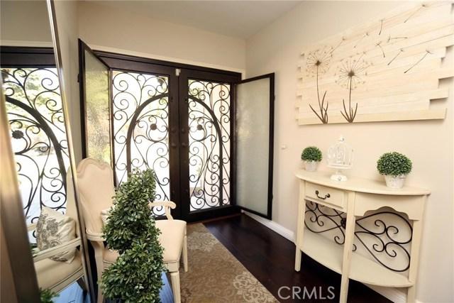 2351 Willow Drive, San Bernardino CA: http://media.crmls.org/medias/87737418-32ef-489a-b3f4-debca62f4839.jpg