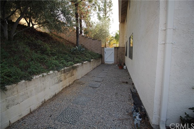 521 Fairway Drive, Redlands CA: http://media.crmls.org/medias/877badc1-1ac6-43ce-a258-aa4770c59cca.jpg