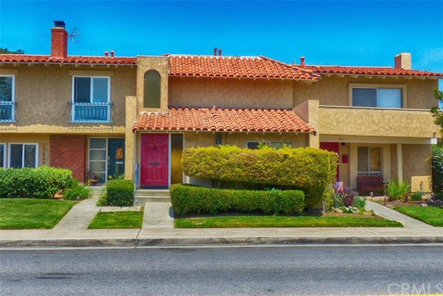 17645 W Los Jardines Fountain Valley, CA 92708 is listed for sale as MLS Listing OC16122770