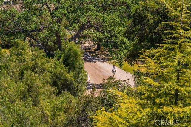 1984 Lake Sherwood Drive, Westlake Village CA: http://media.crmls.org/medias/879df34b-b59e-4db5-bcdc-f244a21288d0.jpg