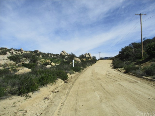 991 Crazy Horse Canyon Road, Aguanga CA: http://media.crmls.org/medias/87a81166-89f8-4211-a895-454034e601c6.jpg