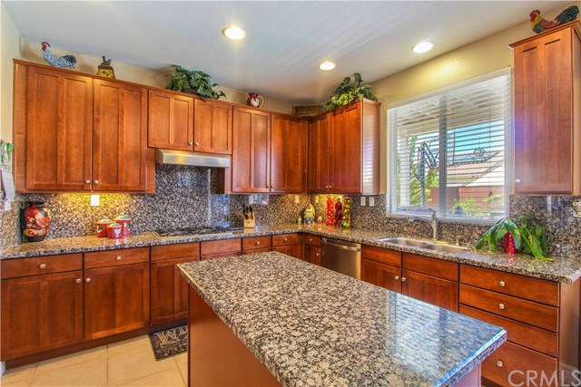 1415 White Cloud Lane, Beaumont CA: http://media.crmls.org/medias/87a89f63-796b-4c7c-9dd1-1d16f0b3f308.jpg