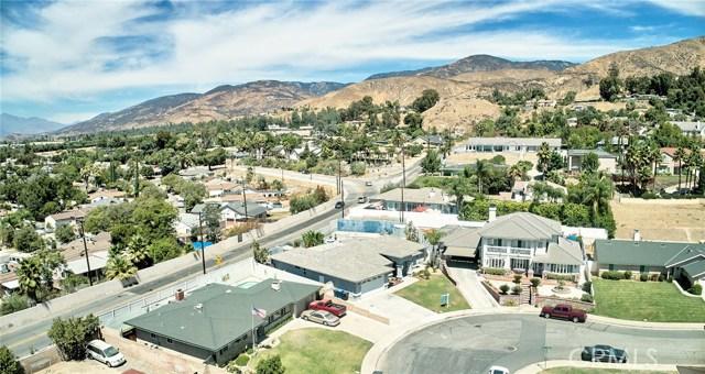 1406 E Ralston Avenue, San Bernardino CA: http://media.crmls.org/medias/87b53dee-3b98-4bff-bb8b-80df3f00c492.jpg