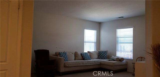 13223 La Crescenta Avenue, Oak Hills CA: http://media.crmls.org/medias/87c38784-132e-4f58-9ee5-6f38e41dabda.jpg
