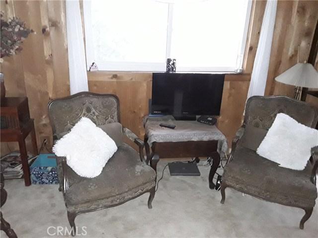 31347 Oakleaf Drive, Running Springs Area CA: http://media.crmls.org/medias/88051a34-dcde-46e5-81fb-7a97f4ab9b08.jpg