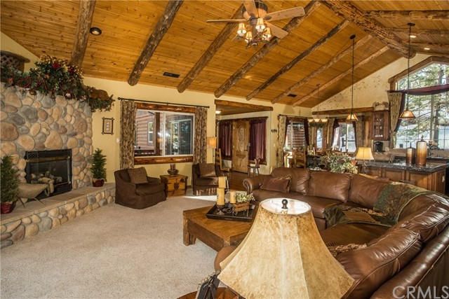 39258 Waterview Drive, Big Bear CA: http://media.crmls.org/medias/8816c4c3-bc1b-41da-82bb-9593c872348b.jpg