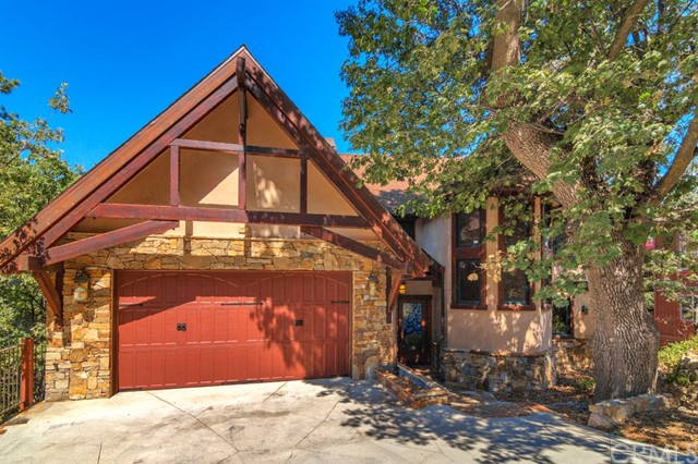28273 Arbon Lane, Lake Arrowhead CA: http://media.crmls.org/medias/8816cedd-ce18-4898-8f29-5c5131a73af2.jpg