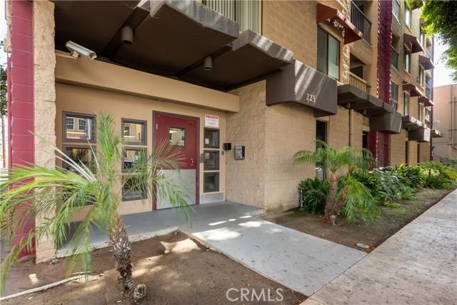 225 W 6th Street, Long Beach CA: http://media.crmls.org/medias/883408ee-8b6f-4a58-82b5-45809944f3d5.jpg