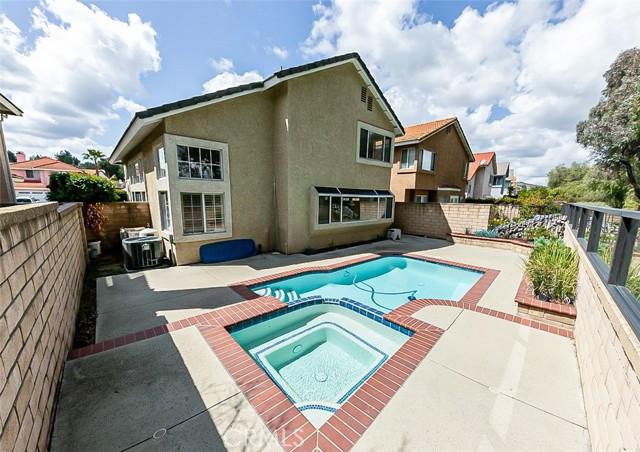 14347 Autumn Hill Lane, Chino Hills CA: http://media.crmls.org/medias/883fdc7e-8cdc-461b-8e69-a6da00a3edc6.jpg