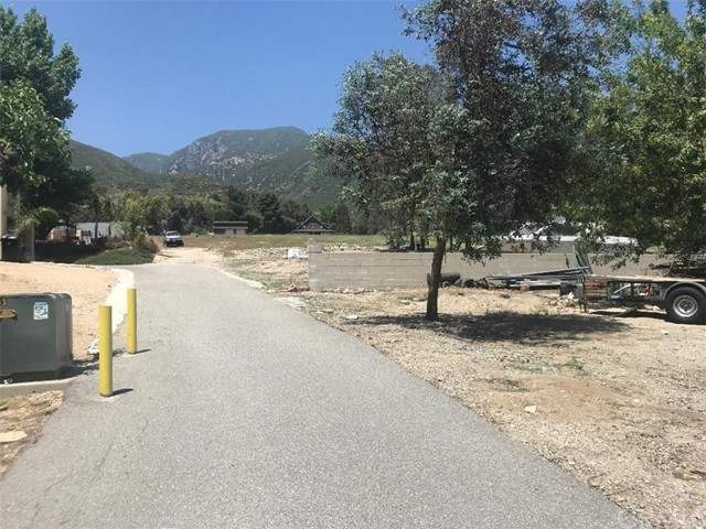 17994 W Kenwood Avenue, San Bernardino CA: http://media.crmls.org/medias/884237a1-ae86-4b23-ac35-458cabba8dfd.jpg