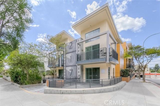 217 S Marengo Avenue, Pasadena CA: http://media.crmls.org/medias/8845f8c1-ef94-4949-b61d-9738f5dbf5d9.jpg