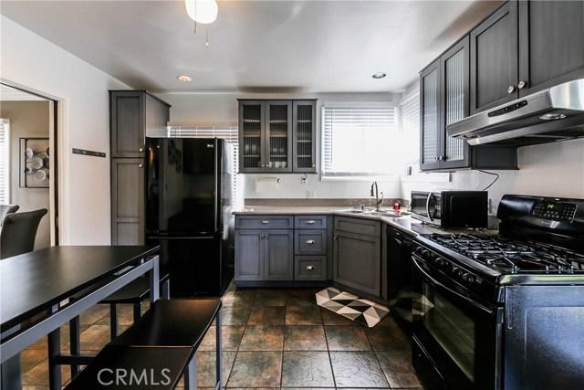 425 W Knepp Avenue, Fullerton CA: http://media.crmls.org/medias/88587766-0cd8-48d2-a39d-35a5230d91ac.jpg