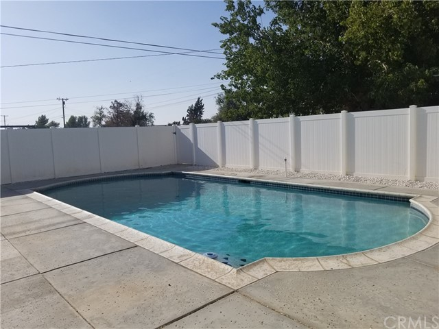 21236 Minnetonka Road, Apple Valley CA: http://media.crmls.org/medias/887f72f4-4a5a-4c32-9562-9c98e255c272.jpg