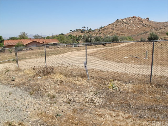 11275 Eagle Rock Road, Moreno Valley CA: http://media.crmls.org/medias/888b950c-c30e-402d-a423-1027ff43ce3a.jpg