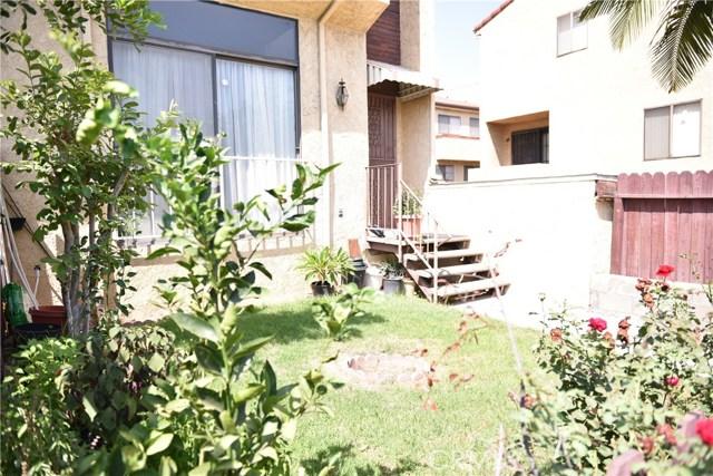 230 N Sierra Vista Street, Monterey Park CA: http://media.crmls.org/medias/8891bdab-b703-4ec3-8bc4-7e7f13dc7e2d.jpg