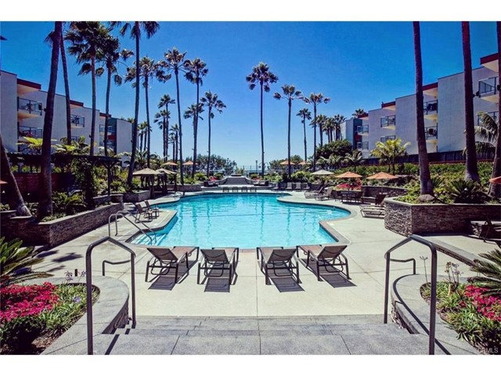 650 The Village 212  Redondo Beach CA 90277