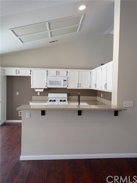 13009 Wrangler Lane, Victorville CA: http://media.crmls.org/medias/88e38403-06e4-43bd-85a5-56dbdf8bbd54.jpg