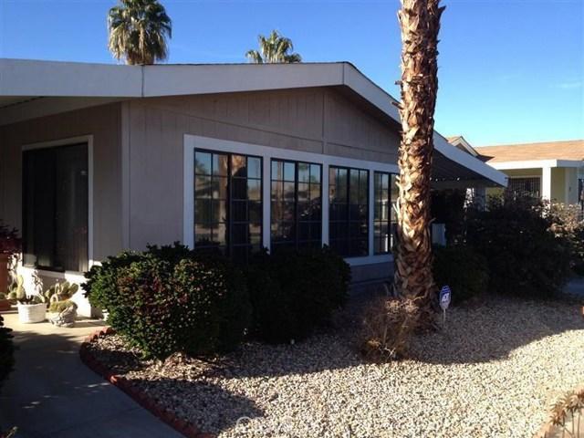 73450 Country Club Drive, Palm Desert CA: http://media.crmls.org/medias/88ef11e5-51e9-4059-8ecc-e526fda0bbaa.jpg