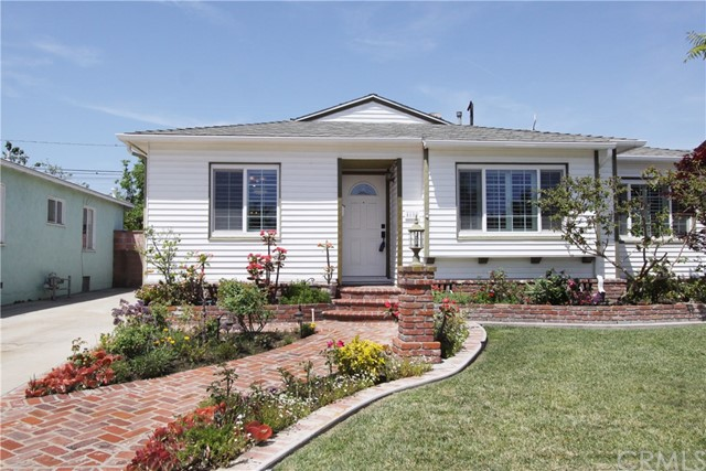 Single Family Home for Sale at 4609 Pixie Avenue Lakewood, California 90712 United States