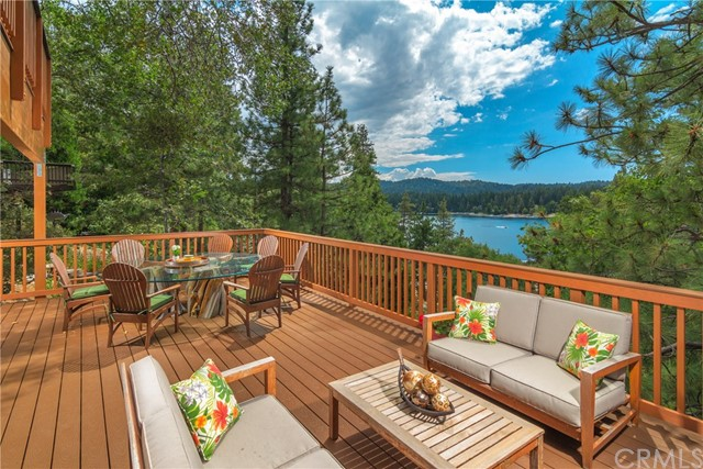 27961 North Shore Road, Lake Arrowhead CA: http://media.crmls.org/medias/89173dc9-1bab-4e12-85f7-f8f9a069c58c.jpg