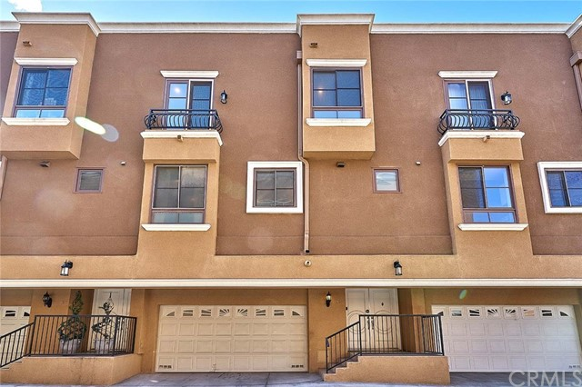 Townhouse for Sale at 681 Norton Avenue Unit 110 681 S Norton Avenue Los Angeles, California 90005 United States