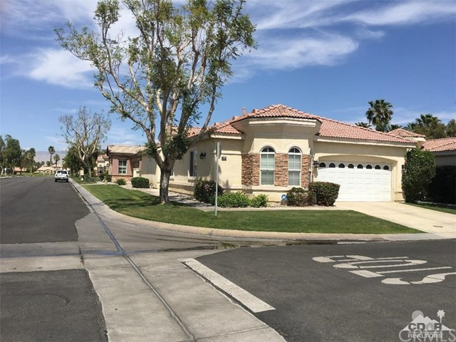 82612 Hamilton Court, Indio CA: http://media.crmls.org/medias/891f74f2-cb47-4f72-b5a7-987161c2a428.jpg
