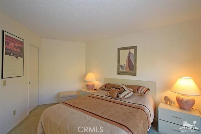 54673 Tanglewood, La Quinta CA: http://media.crmls.org/medias/8948307c-674b-4181-b3d8-1d7f8c5c77d6.jpg