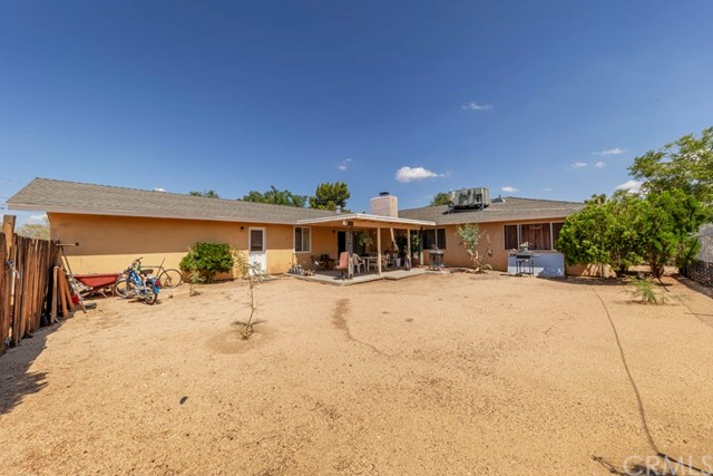 56851 Mountain View, Yucca Valley CA: http://media.crmls.org/medias/89607ab6-64b7-47c2-8e31-ed202699670b.jpg
