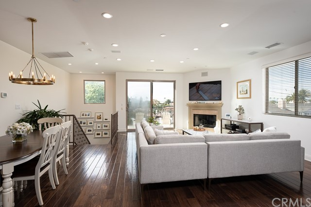 617 Pacific Coast, Redondo Beach, California 90277, 4 Bedrooms Bedrooms, ,3 BathroomsBathrooms,Townhouse,For Sale,Pacific Coast,SB20046115