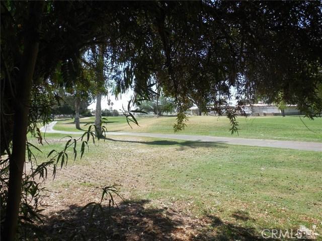 73241 Pine Valley Drive, Thousand Palms CA: http://media.crmls.org/medias/89834303-d95b-455c-a2ef-f2758b6c1496.jpg