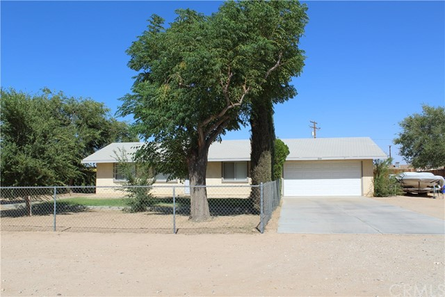11033 Merino Avenue, Apple Valley CA: http://media.crmls.org/medias/898a1aee-613e-47de-a2e4-0d3567002e2c.jpg
