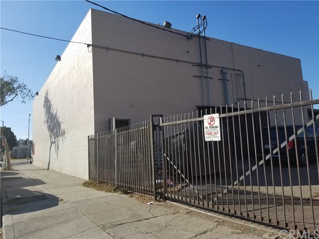 Retail for Sale at 6222 Crenshaw Boulevard Los Angeles, California 90043 United States