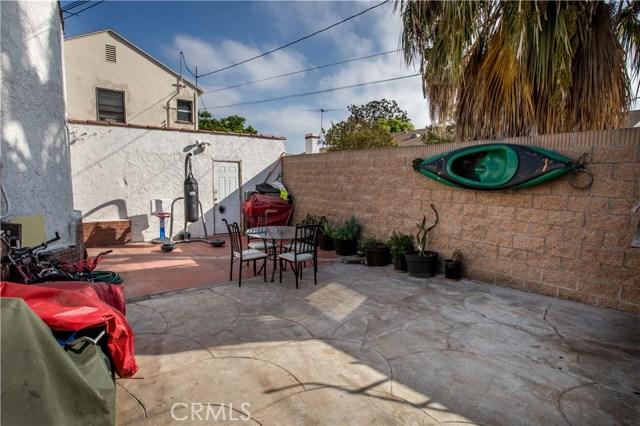 7806 Crenshaw Boulevard, Los Angeles CA: http://media.crmls.org/medias/89ef7883-31dd-4832-a7be-1001023e66c3.jpg