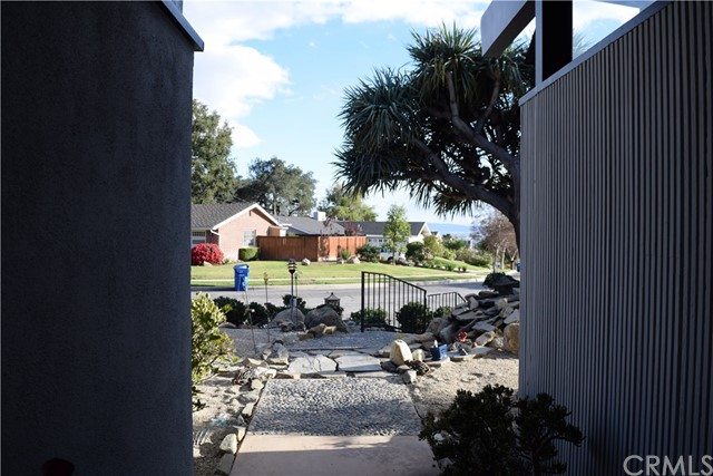 409 Hill Street, Monrovia CA: http://media.crmls.org/medias/8a06db36-01e3-4227-9f14-94c5f403b8da.jpg