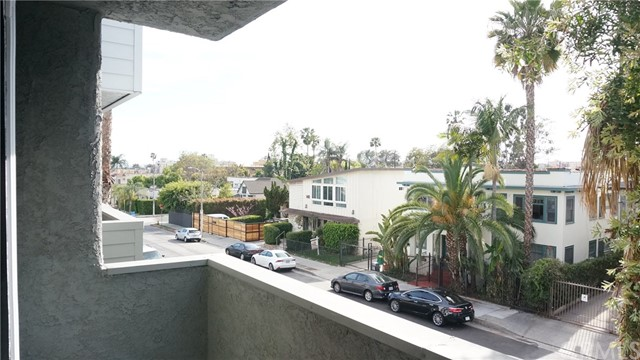 1420 N MANSFIELD Avenue, Los Angeles CA: http://media.crmls.org/medias/8a1339ce-0e3f-41cb-85e0-c71cf65788f4.jpg