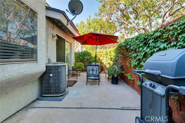 951 Inn Keeper Lane, Corona CA: http://media.crmls.org/medias/8a1b26cc-44dd-46ce-9616-c193f85ce18d.jpg