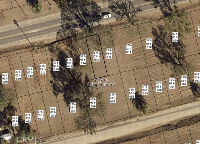 239 Riverside Drive, Lake Elsinore CA: http://media.crmls.org/medias/8a2aabd4-08ba-41f5-aac6-a63105a5bec5.jpg