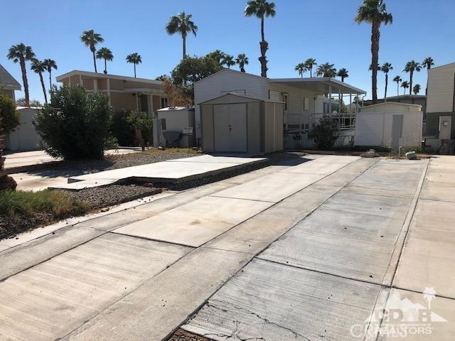 84250 Indio Springs Drive, Indio CA: http://media.crmls.org/medias/8a2e6234-6398-4580-a69e-255029f95371.jpg