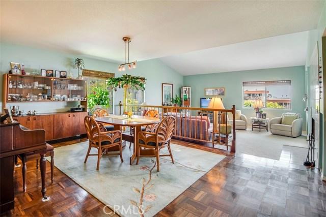 2205 25th Street, San Pedro, California 90732, 2 Bedrooms Bedrooms, ,1 BathroomBathrooms,Condominium,For Sale,25th,PV18208441