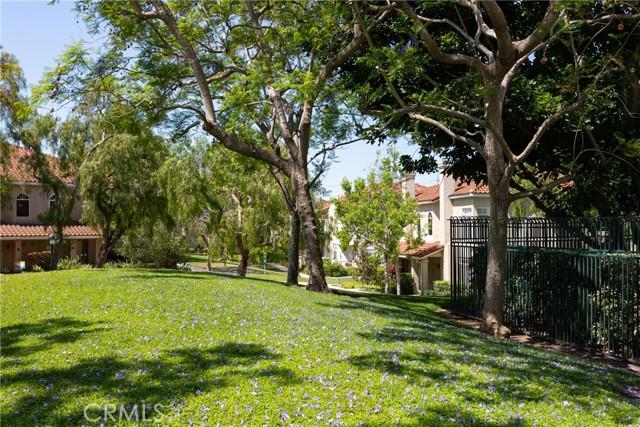 239 Cinnamon Teal, Aliso Viejo CA: http://media.crmls.org/medias/8a41e1ef-cee3-4a99-b61e-7133943f3445.jpg