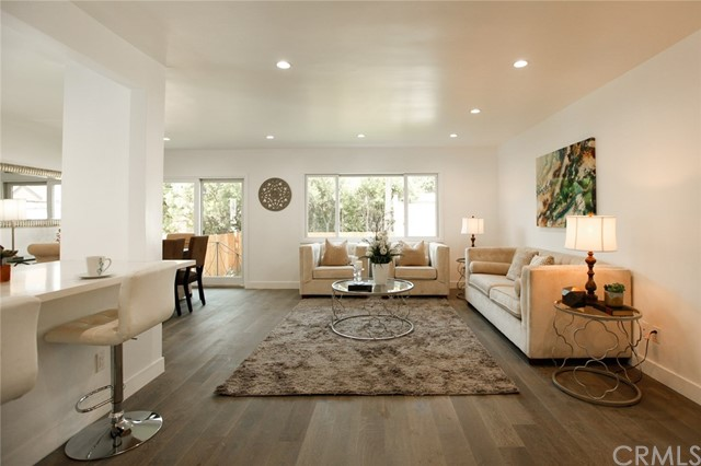 1313 1315 S Redondo Boulevard, Los Angeles CA: http://media.crmls.org/medias/8a47be61-171e-4bf4-b054-ebdc37e2429c.jpg