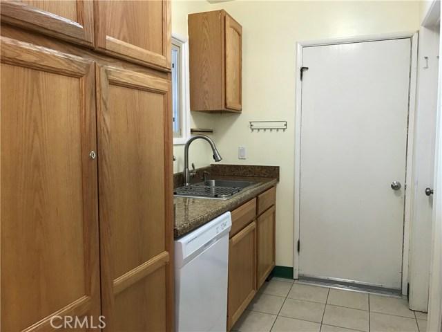 5027 Hayvenhurst Avenue, Encino CA: http://media.crmls.org/medias/8a7ee2b0-fc6a-4d95-92cd-1fa016867ec5.jpg